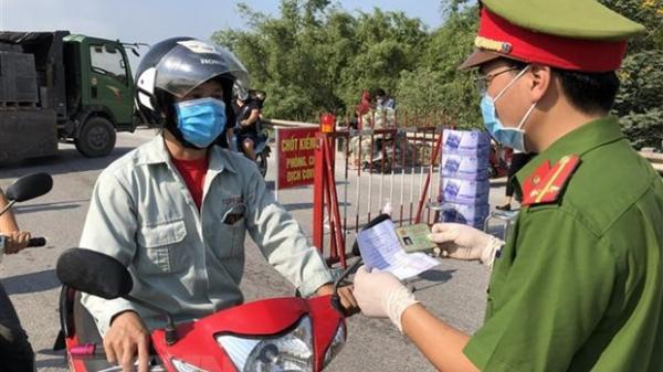 Bắc Ninh: Khởi tố kẻ không đeo khẩu trang, có hành động chống đối