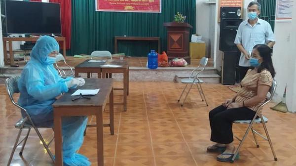 Trong tâm dịch Bắc Ninh, quặn lòng trước câu hỏi: Sao mẹ đi lâu thế, bao giờ mẹ về?