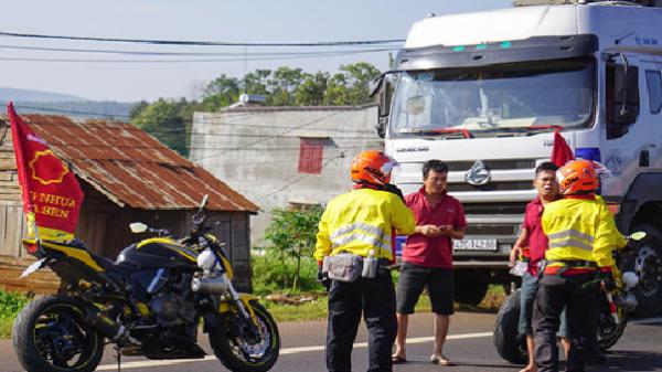 Mô tô dẫn đường giải xe đạp TH Bình Dương bị tài xế cầm dao hăm dọa