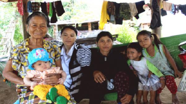 Gia Lai: Mẹ nghèo cưu mang 20 trẻ mồ côi