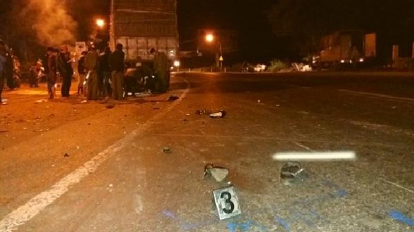 Gia Lai: Va chạm giữa xe máy và xe tải, 2 người tử vong