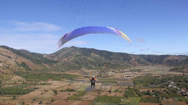 Nhảy dù lượn tại núi lửa Chư Đăng Ya