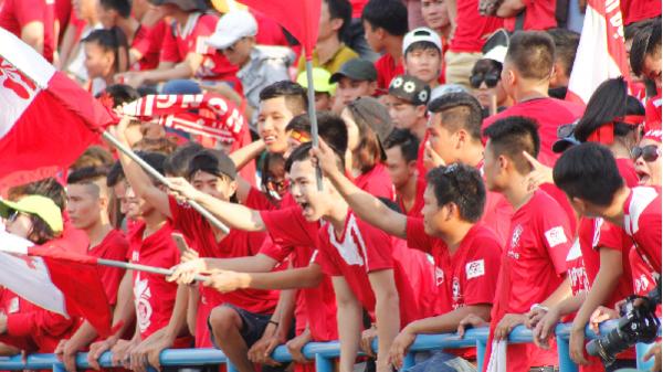 Cổ động viên Gia Lai 'nóng hừng hực' trước trận đấu lịch sử