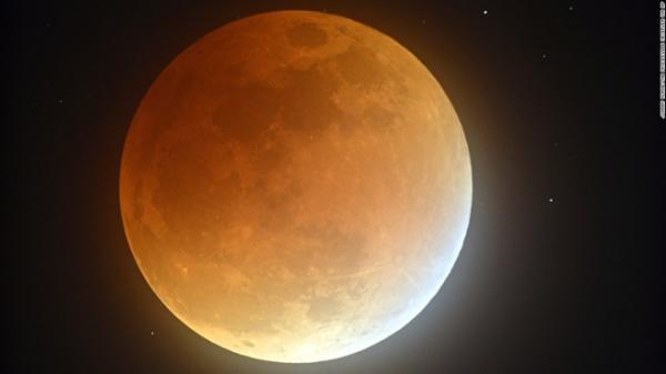 Siêu trăng, trăng xanh và nguyệt thực hội tụ sau hơn 150 năm