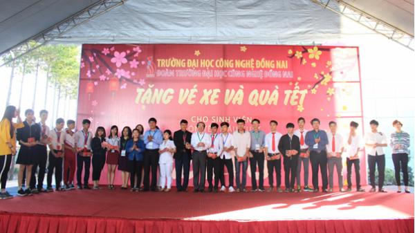 Tặng 88 vé xe cho sinh viên Gia Lai, Đắk Nông... về quê đón tết