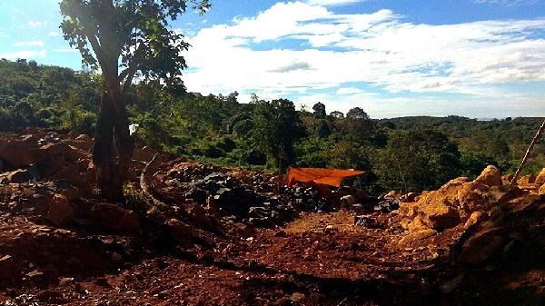 Gia Lai: Bắt quả tang đối tượng khai thác khoáng sản trái phép