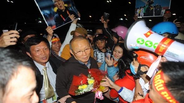 HLV Park Hang-Seo được chào đón nồng nhiệt tại Thành phố Pleiku