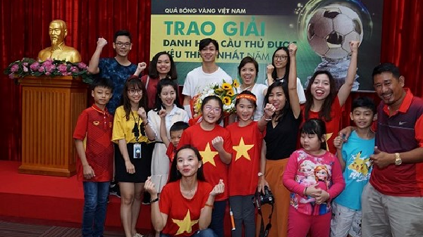 """Nguyễn Công Phượng nhận giải """"Cầu thủ được yêu thích nhất năm 2017"""""""