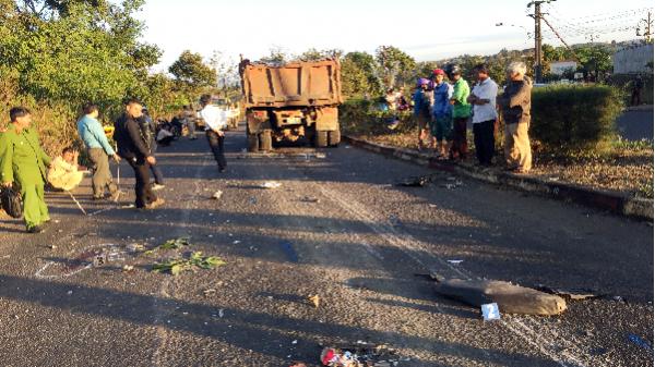 Gia Lai: Hai người nguy kịch vì tông phải xe tải chở đá đi ngược chiều