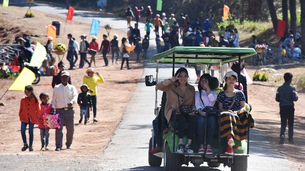 Hàng chục ngàn lượt người du xuân tại Biển Hồ