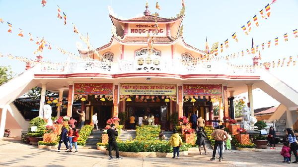 Gia Lai: Đầu năm lễ chùa, tảo mộ