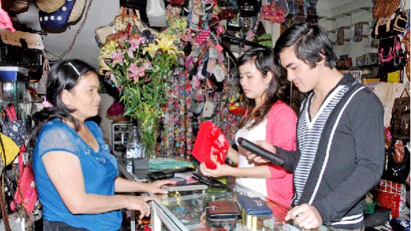 Gia Lai: Độc đáo thị trường quà tặng 8-3