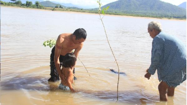Độc đáo tục tắm sông xả xui của người Ja Rai