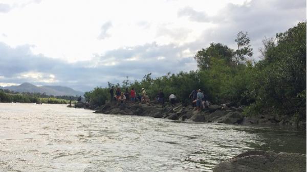 Gia Lai: Huy động toàn bộ lực lượng cứu hộ tìm 3 học sinh nghi đuối nước, mất tích