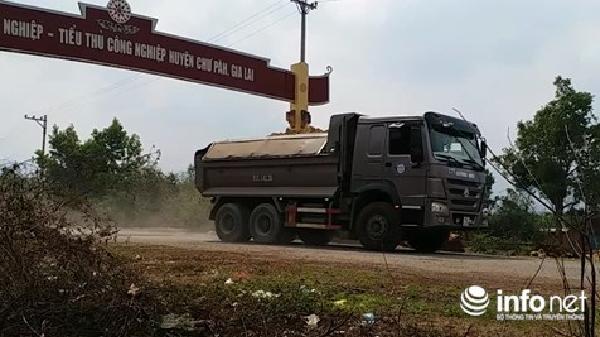 Gia Lai: Xe chở đất lậu tung hoành trên đường Hồ Chí Minh