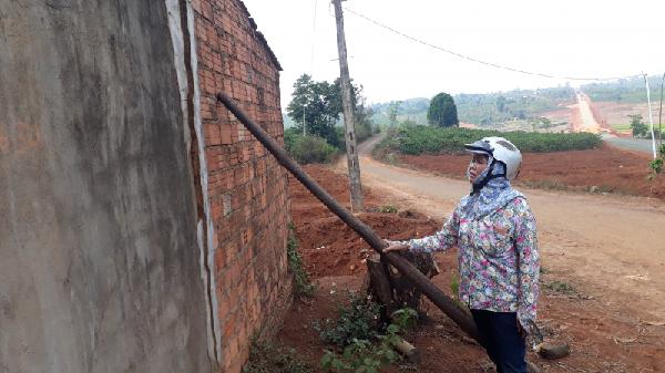 Gia Lai: Thi công đường khiến nhà dân nứt nẻ, cà phê không thể kết trái