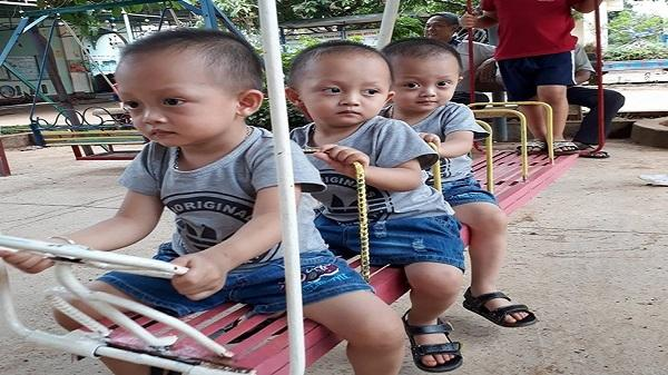 Gia Lai: Ba cậu bé sinh ba tinh nghịch khiến mẹ trẻ 'muốn nổ tung'
