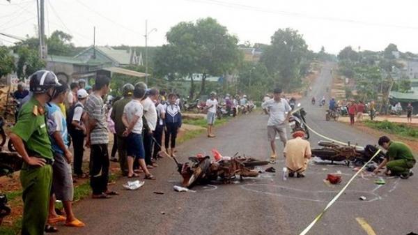 Gia Lai: Xe máy đấu đầu, 3 người thương vong