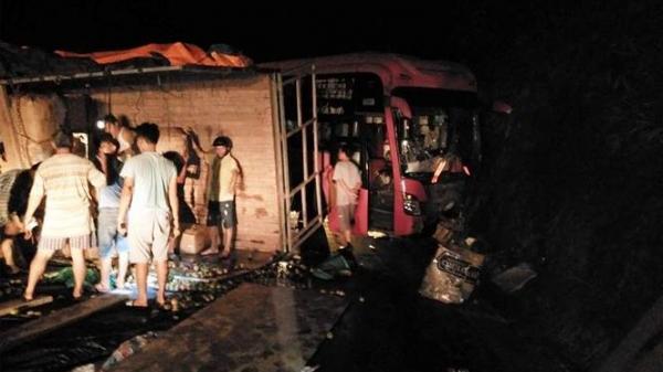 Xe khách mang BKS Gia Lai lao thẳng vào vách núi, nhiều người bị thương