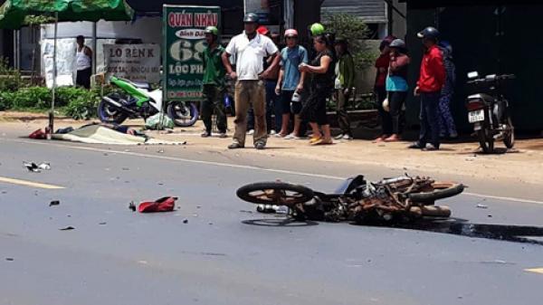 Xe tải va chạm với xe máy, 2 người thương vong