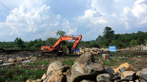 Gia Lai: Cảnh sát môi trường bắt quả tang một bãi đá bazan lậu