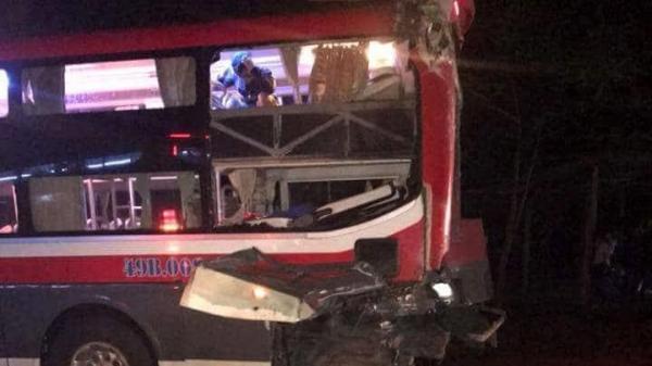 Hai xe giường nằm đối đầu trên đường Hồ Chí Minh, 24 người bị thương