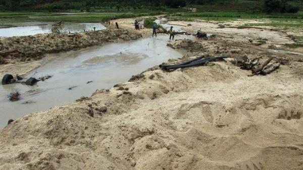 Gia Lai: Phê bình Chủ tịch huyện Chư Pah vì để tái diễn khai thác khoáng sản trái phép