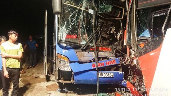 2 xe khách tông nhau trên đèo Lò Xo, tài xế Gia Lai bị thương nặng
