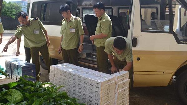 Gia Lai: Bắt quả tang xe khách vận chuyển 3.400 bao thuốc lá nhập lậu