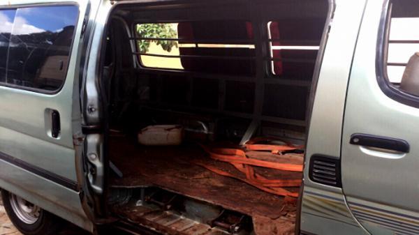 Gia Lai: Thu giữ xe chở 2,6 mét gỗ vô chủ đỗ trên quốc lộ