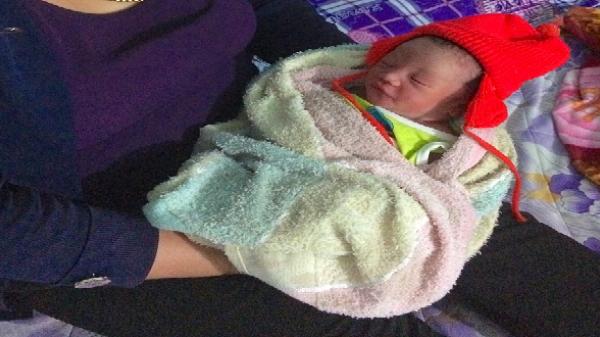Gia Lai: Bé trai sơ sinh còn nguyên dây rốn bị bỏ rơi cạnh bờ ao