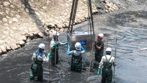 Công nghệ Nhật ở sông Tô Lịch bị xả nước cuốn trôi