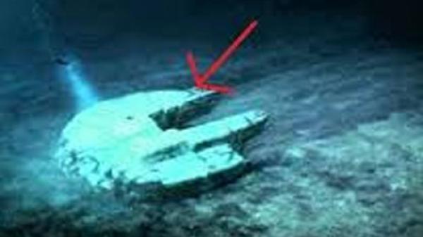 Bí ẩn vật thể dị thường nghi UFO ẩn náu dưới đáy biển