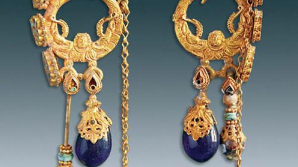 Phát hiện trang sức tuyệt đẹp nạm vàng, ngọc trong ngôi mộ 1.500 tuổi
