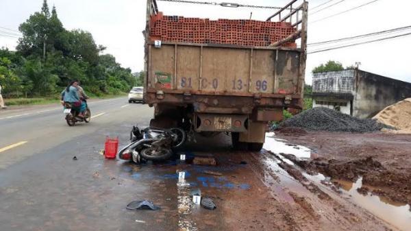 Gia Lai: Tông vào đuôi xe tải đậu bên đường, một người tử vong