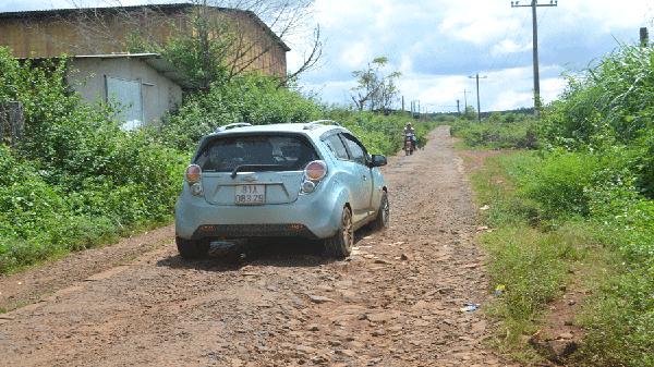 Gia Lai: Hai lần thi công, đường liên xã vẫn hư hỏng nặng