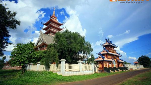 Tận mục ngôi chùa cực độc đáo ở phố núi Gia Lai