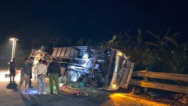 Xe tải tông xe cẩu do tài xế Gia Lai điều khiển, 2 người thương vong