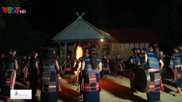 Câu chuyện về những người phụ nữ giữ lửa văn hóa cồng chiêng ở làng Leng Gia Lai