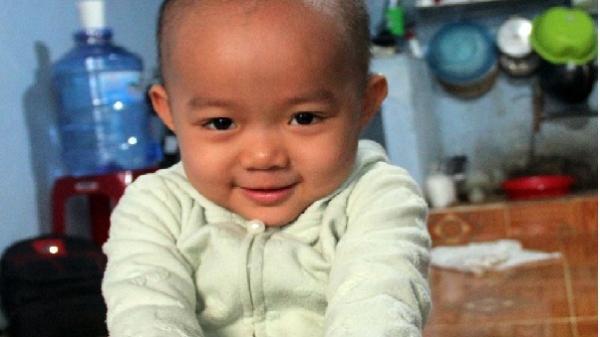 Bé gái 3 tuổi bị ung thư buồng trứng cần giúp đỡ