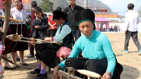 Lên Cao nguyên đá Đồng Văn xem lễ hội Gầu Tào độc đáo của dân tộc Mông
