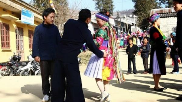 Đầu năm lên Hà Giang xem người Mông 'vỗ mông tỏ tình'