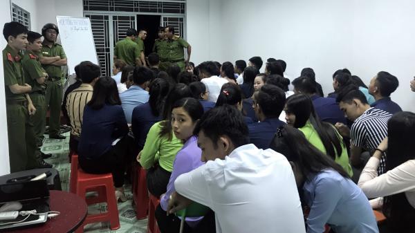 NÓNG: Trăm cảnh sát kiểm tra địa điểm bán hàng đa cấp, lừa cả sinh viên ở miền Tây