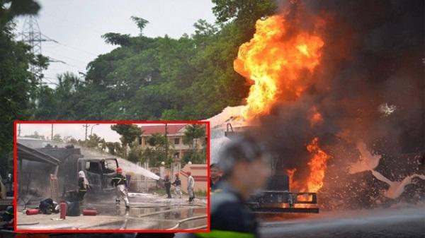 Nóng: Cháy dữ dội ở trạm xăng dầu, thiêu toàn bộ cửa hàng và nhiều phương tiện