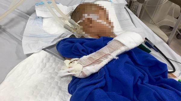 Nam thanh niên nghi ngáo đá chém bé trai 9 tuổi lún hộp sọ rồi dùng dao cứa cổ mình trước khi nhảy sông tự tử