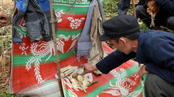 Lễ cúng ma khô của người Mông ở Hà Giang