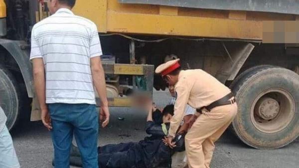 Trên đường về sau khi dập lửa tại KCN, chiến sĩ PCCC bị xe tải cán dập bàn tay phải thương tâm