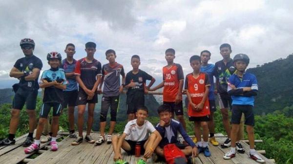 NÓNG: Tìm thấy đội bóng thiếu niên mất tích 9 ngày trong hang động