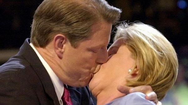 Hôm nay là ngày Quốc Tế Nụ Hôn: Bữa nay mà không hôn nhau tiếc ráng chịu