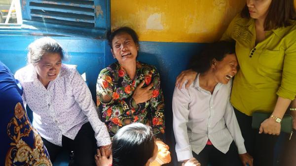 Người thân 5 người chết thảm gào khóc chứng kiến kẻ sát nhân miền Tây hầu tòa